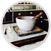 Mortar And Pestle In Apothecary Round Beach Towel