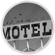 Motel For The Birds Round Beach Towel