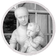 Mother And Child Statue Round Beach Towel
