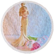 Mother And Child With Pink Tulips Round Beach Towel