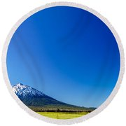 Mount Bachelor And Blue Sky Round Beach Towel