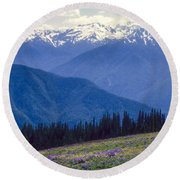 Mountain Color And Snow Round Beach Towel
