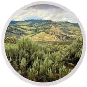 Mountains North Of The Lamar Round Beach Towel