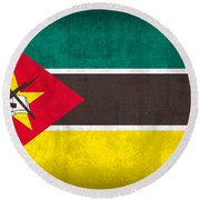 Mozambique Flag Vintage Distressed Finish Round Beach Towel