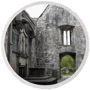 Muckrooss Abbey Ruin Round Beach Towel