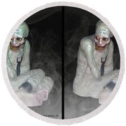 Mummy Dearest - Cross Your Eyes And Focus On The Middle Image That Appears Round Beach Towel