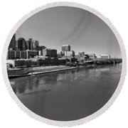 Nashville Skyline In Black And White At Day Round Beach Towel
