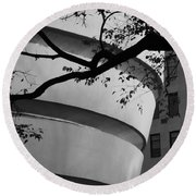 Nature And Architecture In Black And White Round Beach Towel