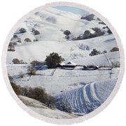 Never Snows In California Round Beach Towel