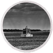 New London Shelf Light Black And White Round Beach Towel
