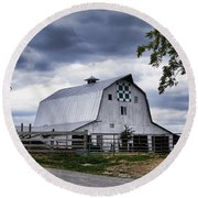 Nine Patch Quilt Barn Round Beach Towel