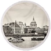 North Side Of The Thames Bw Round Beach Towel