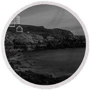 Nubble Light At Sunset Bw Round Beach Towel by Susan Candelario