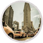 Nyc Yellow Cabs At The Flat Iron Building - V1 Round Beach Towel