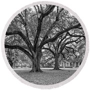 Oak Alley Grounds Bw Round Beach Towel