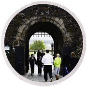 Oil Painting - Staff And Tourists At The Entrance Of Stirling Castle Round Beach Towel