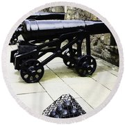 Oil Painting - Tourists And Cannons With Ammunition At The Wall Of Stirling Castle Round Beach Towel