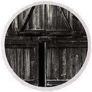 Old Barn Door - Bw Round Beach Towel