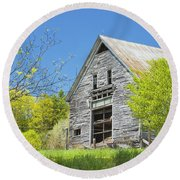 Old Barn In Spring Maine Round Beach Towel