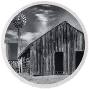 Old Barn No Wind Round Beach Towel