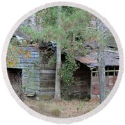 Old Barn With Side Shed Round Beach Towel