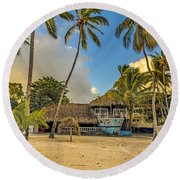 Old Boat On The Beach Round Beach Towel