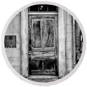 Old Door - Bw Round Beach Towel