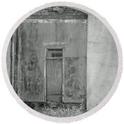 Old Doorway Bw Round Beach Towel