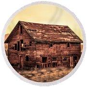 Old Farm House Round Beach Towel