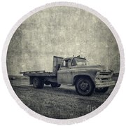 Old Farm Truck Cover Round Beach Towel