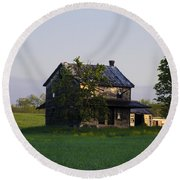 Old Farmhouse  Round Beach Towel