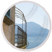 Old House With Lake View Round Beach Towel