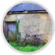 Old Irish Cottage With Bike By The Door Round Beach Towel