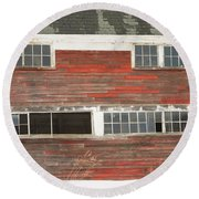 Old Maine Barn In Winter Round Beach Towel
