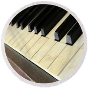 Old Piano Round Beach Towel