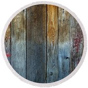 Old Reclaimed Wood - Rustic Red Painted Wall  Round Beach Towel