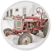 Old Red Tractor In The Snow Round Beach Towel