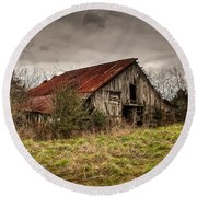 Old Rustic Barn Round Beach Towel