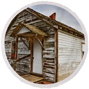 Old Rustic Rural Country Farm House Round Beach Towel