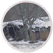 Old Snowy House Round Beach Towel
