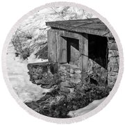 Old Spring House Round Beach Towel