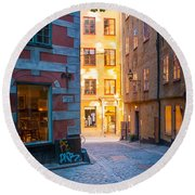 Old Town Alley Round Beach Towel