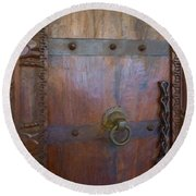 Old Vintage Door With Chain  Round Beach Towel