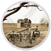 Old Wagon And Homestead Round Beach Towel
