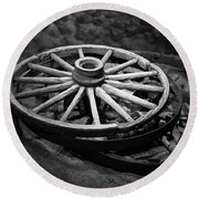 Old Wagon Wheels Round Beach Towel
