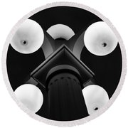 Old Tampa Light Black And White Round Beach Towel
