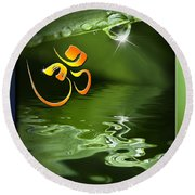 Om On Green With Dew Drop Round Beach Towel
