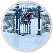 Open Gate In Snow With Wreath Round Beach Towel
