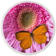 Orange Butterfly On Pink Daisy Round Beach Towel