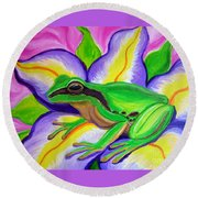 Pacific Tree Frog And Flower Round Beach Towel